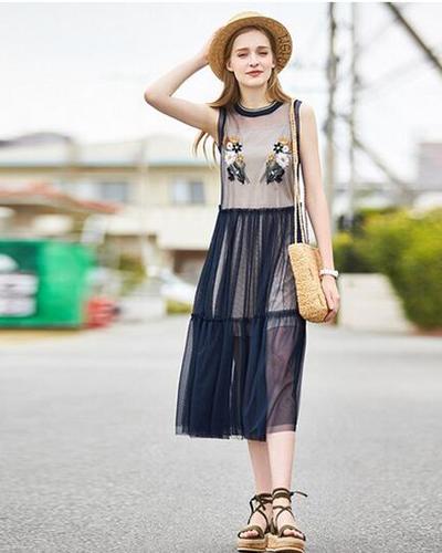 流行的套装裙