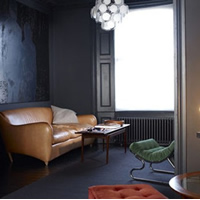 居室整体灰暗色调 营造神秘视觉效果