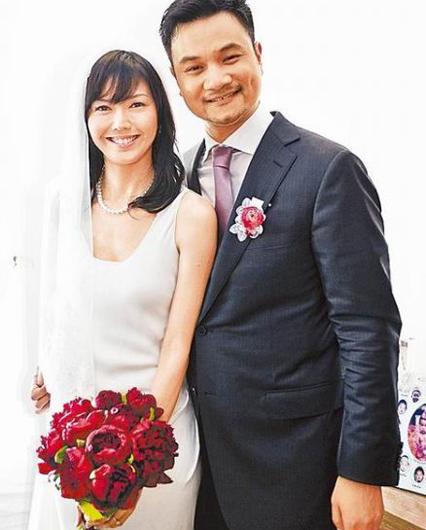 孙燕姿和他老公亲密照 孙燕姿结婚了换发型迎接宝宝