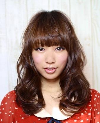 修颜减龄蓬松中卷发发型方脸型女生最适合