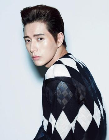 《来自星星的你》李辉京扮演者朴海镇时尚写真图片