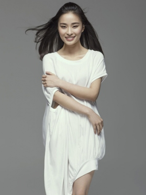 新生代演员杨媛之冷艳写真尽显高冷气质