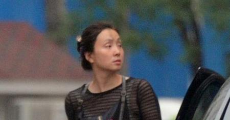 徐峥老婆陶虹素颜携女儿徐小宝上街照片