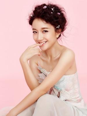 黄轩女友李倩时尚写真 尽显甜美柔情