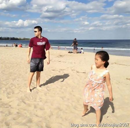 宋丹丹儿子宣布出柜 宋丹丹前夫英达与一双儿女近照
