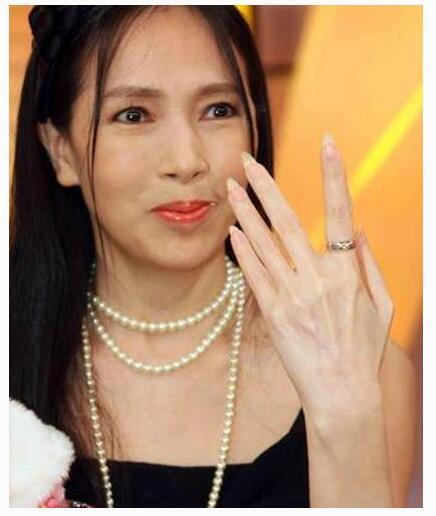 女人为什么喜欢偷汉子 盘点嫁有钱人还偷汉子的女星