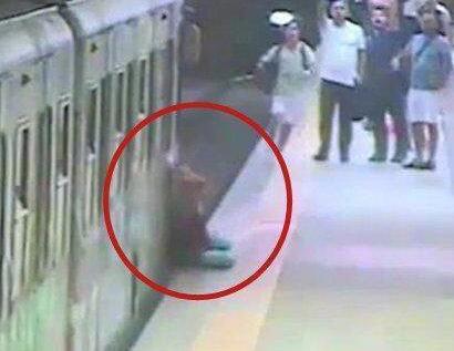 女子被地铁拖行刺穿肺部