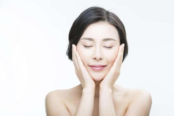 女性皮肤变黄原因和美白的方法