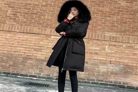 又时尚潮流又显气质 女士秋冬穿这3种颜色的羽绒服