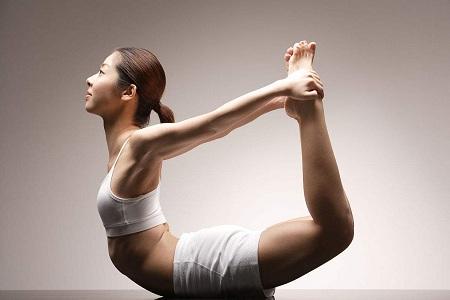 瑜伽5个小动作,让你生龙活虎 女性久坐伤腰