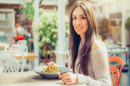女人天天吃外卖还精力充沛?那有这几个共同点