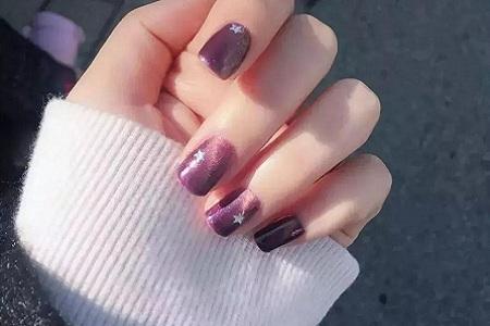 在指尖上碰撞出层次感 梦幻时尚紫色美甲