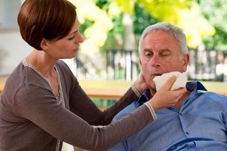 这可能是中风前兆疾病信号 老年人秋季疲惫打哈欠