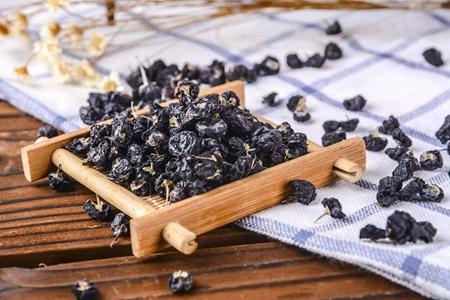 女人吃黑枸杞能延缓衰老美容护肤 黑枸杞的功效与作用