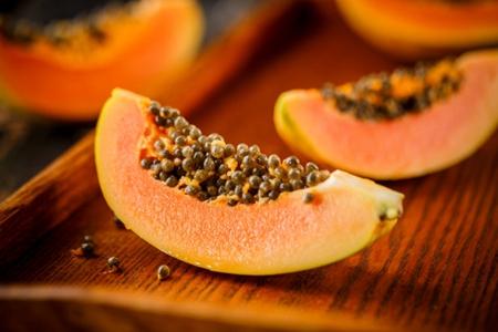 木瓜和牛奶混合有美白的效果 木瓜怎么吃更丰胸